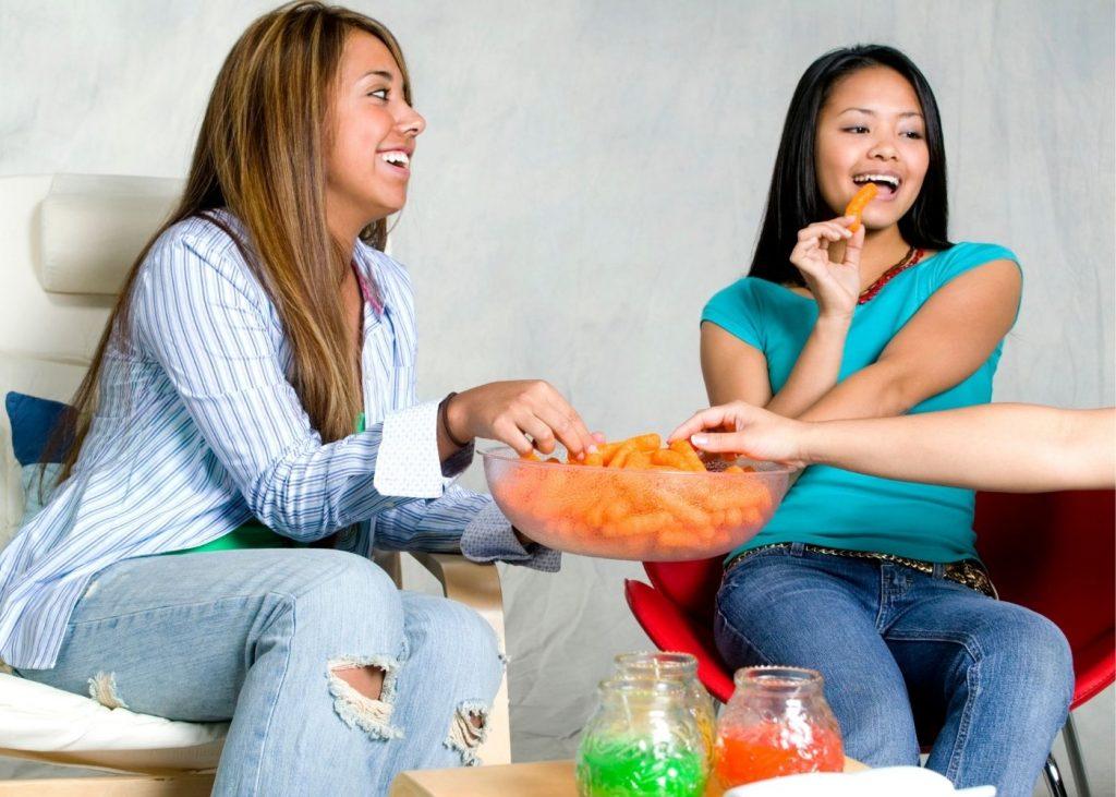 Teenagers snacking naturopathy immunity